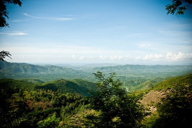 The road to Baradares in north central Haiti. The aim of the new draft mining law appears to be a massive expansion of Haiti's mining sector. Credit: Lee Cohen/cc by 2.0